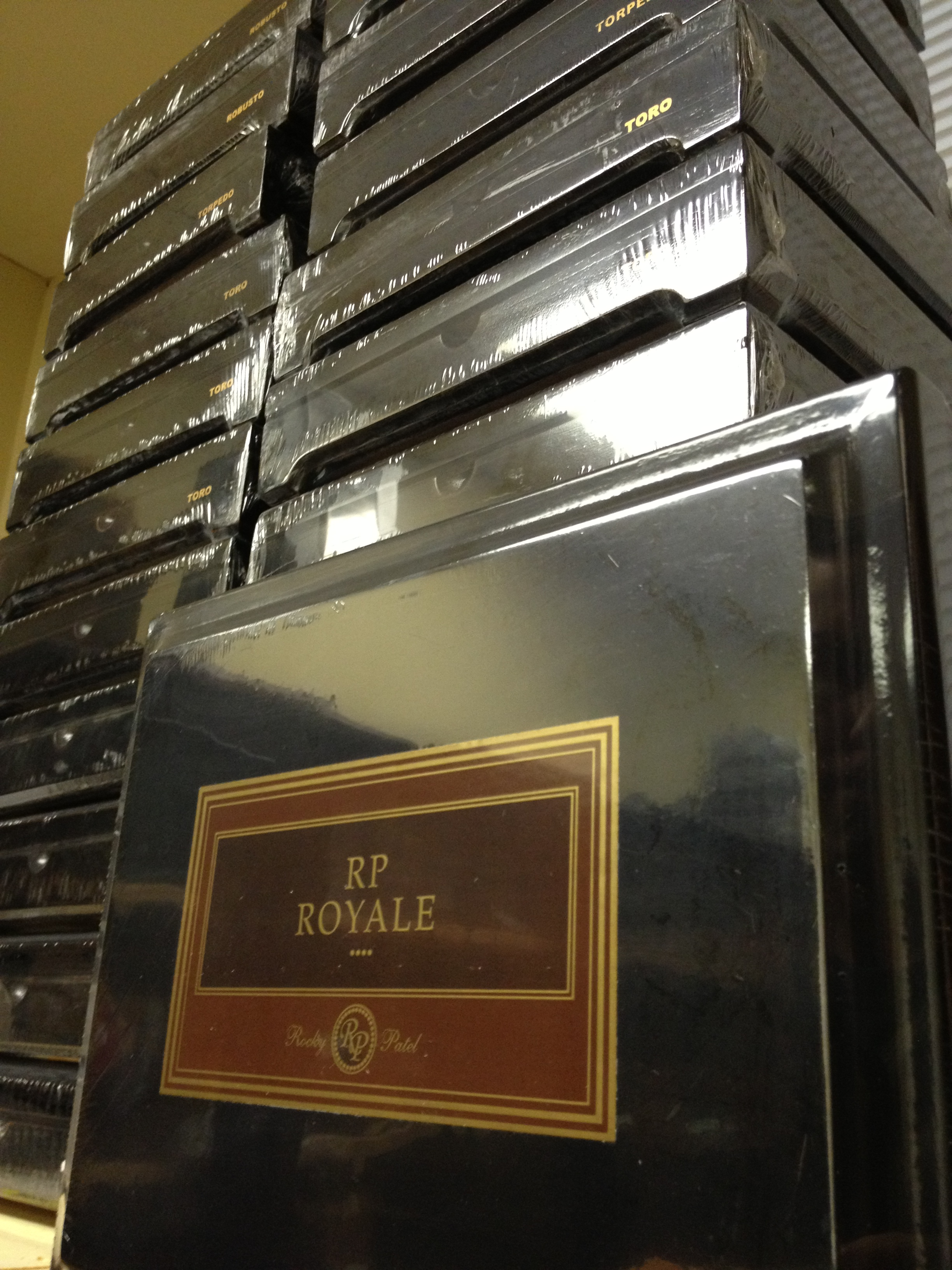 rocky patel royale cigars box stack image