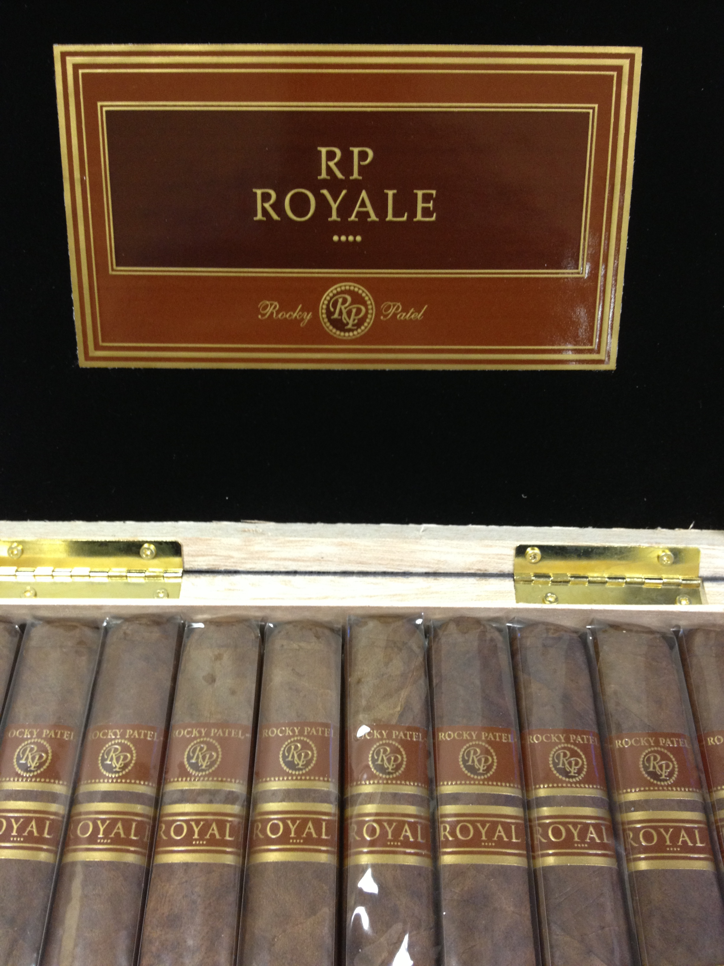 rocky patel royale toro cigars box open image