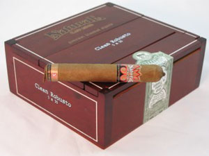 drew estate natural cigars box closed image