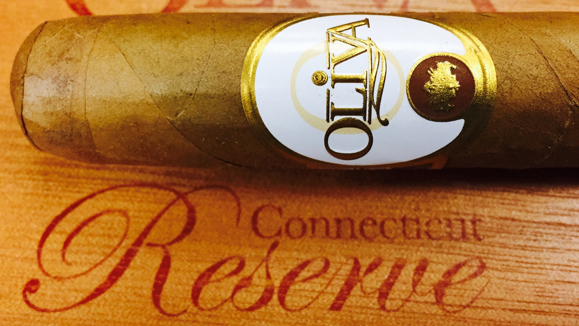 oliva connecticut reserve double toro cigars close up image