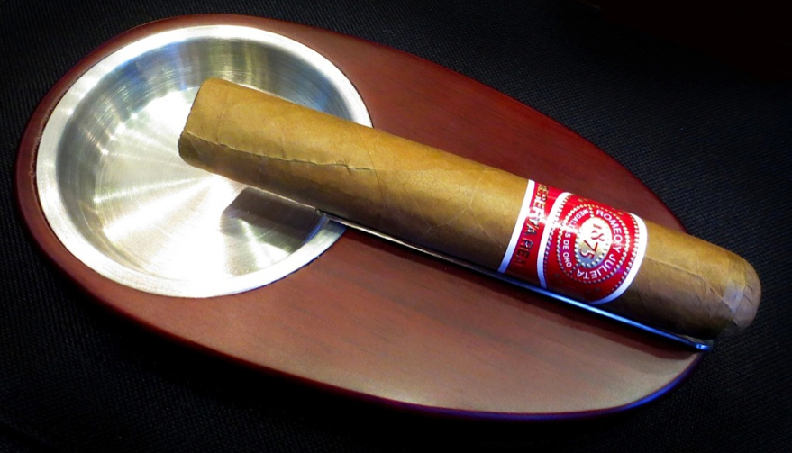 Romeo y Julieta Reserva Real No. 2 - Box of 25  image